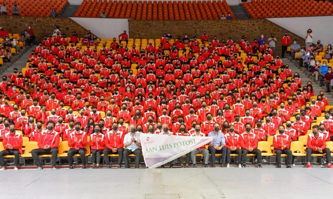 Abandera gobernador a delegación potosina que asistirá a los juegos nacionales CONADE 2021